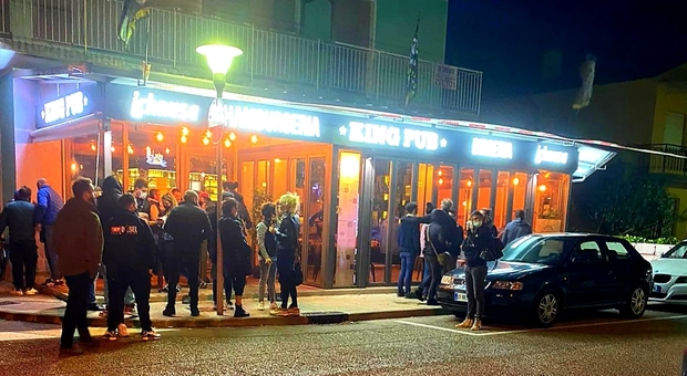 Il pub resta aperto contro il Dpcm: il caso a Lignano Sabbiadoro