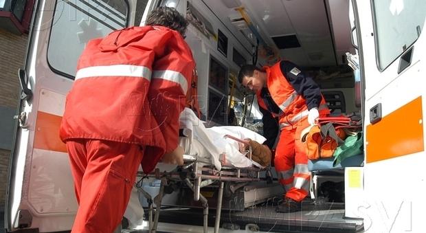 Muore bimbo di un anno precipitato dal balcone a Modena, ma la mamma: «E' caduto dal letto»