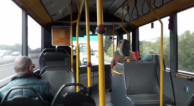 Coronavirus, trasporti Fase 2: dai treni ai bus agli aerei, ecco come viaggeremo. Ipotesi stop controllo biglietti