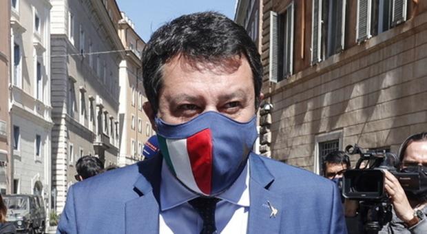 Ad aprile niente riaperture, Salvini attacca: «Impensabile». Draghi: «Decidono i dati»