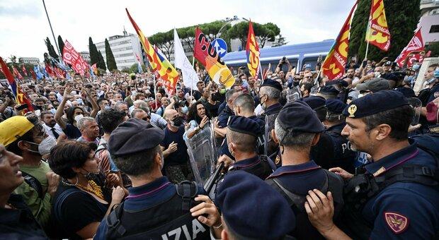Alitalia-Ita, manifestazione alla sede di Roma: sindacati contro nuovo contratto