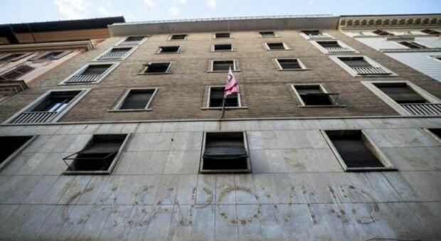 Casapound, Virginia Raggi: «Acquisiremo l'edificio di via Napoleone III e ne faremo alloggi popolari»