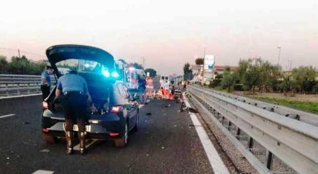 Travolti da un furgone tre giovanissimi sulla bici elettrica ad Andria: tutti morti