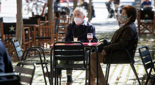 Covid, Oms: «In Europa quasi 3 volte i casi registrati a marzo, molte persone stanche»