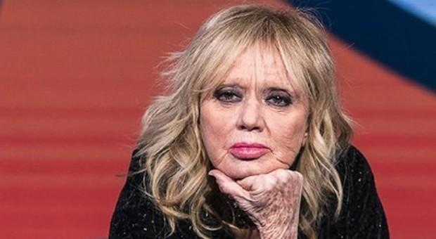 Rita Pavone contro Beppe Grillo: «Niente voto per gli anziani? Stia in poltrona con il plaid»