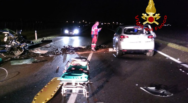 Incidente in Veneto, morti tre ragazzi: frontale tra due auto nella notte