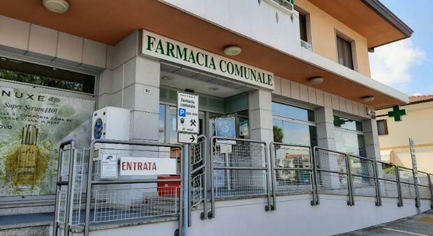 Vaccini, Federfarma: «Da giugno iniezioni in farmacia. Aspettiamo le dosi»