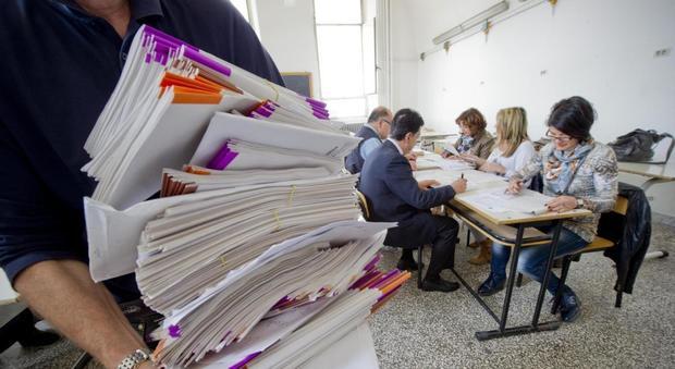 Scuola, firmato il nuovo contratto: aumenti da 80 a 110 euro