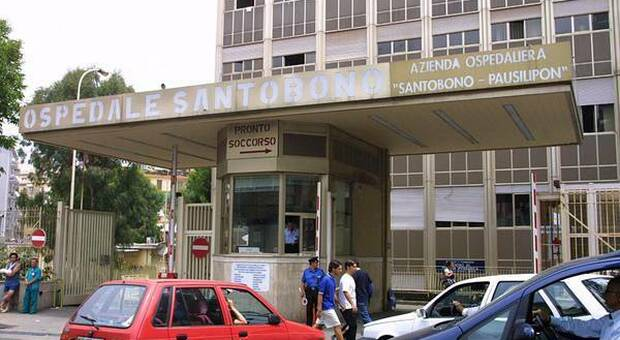 Napoli, ventitreenne si laurea dall'Ospedale per stare vicino al figlio malato