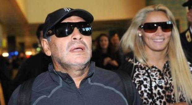 Maradona torna in Italia ed Equitalia ne approfitta per fargli recapitare un avviso di mora da 39 milioni