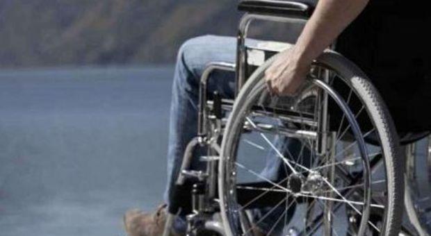 Sedie A Rotelle Roma : Roma fa la dieta e finisce sulla sedia a rotelle