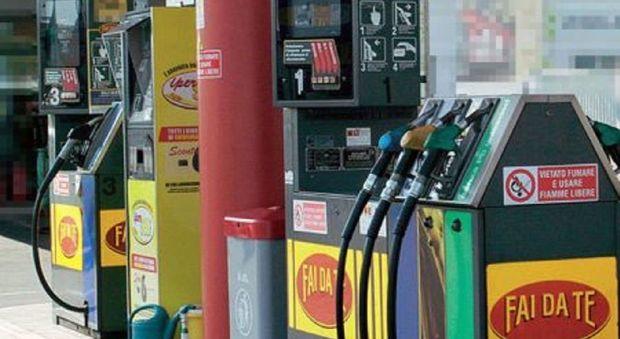 Benzina, si rompe la tregua, i prezzi tornano a salire
