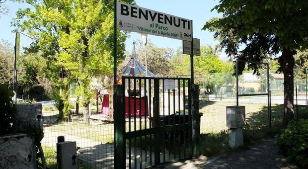 L'ingresso del parco di via Liberato di Benedetto che resta ancora chiuso (foto Enrico Meloccaro)