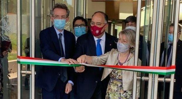 Al Sant'Andrea apre la nuova sede di Medicina della Sapienza: il rettore Gaudio taglia il nastro