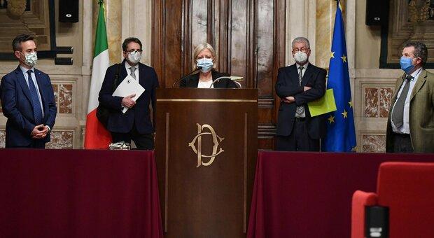 Governo diretta, Draghi: l'ok di Confindustria e dei sindacati. Lega e Forza Italia: nostro sì senza veti. Meloni: Salvini non parli a nome di tutto il centrodestra