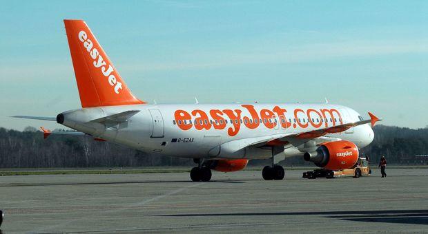 Easyjet: trimestre positivo, conta di ridurre la perdita del fatturato in sei mesi