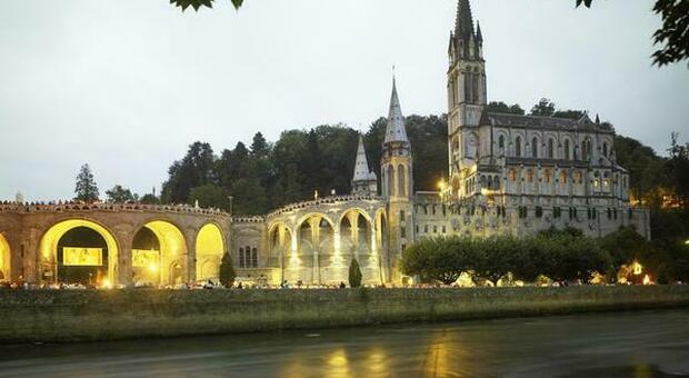 Lourdes, fulmine colpisce la funicolare: 12 feriti, una coppia in gravi condizioni