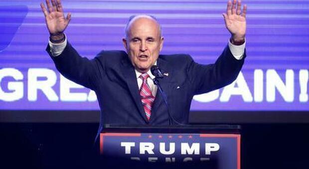 Borat 2, imbarazzo per Rudy Giuliani: sul set incontro (inappropriato) con una finta giornalista