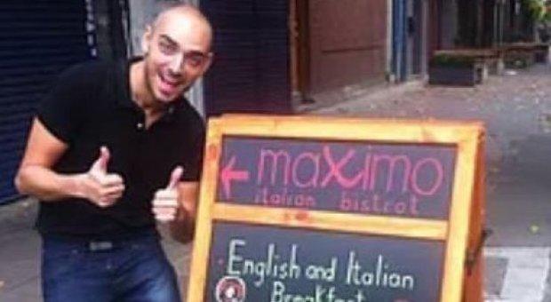 Vuole il Parmigiano sul pesce in un ristorante italiano a Londra, il titolare glielo vieta: «Prova con lo sterco»