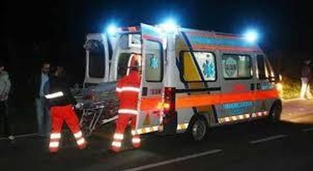 Incidente nel Pavese, cinque rarazzi feriti: grave un giovane trafitto dal guardrail