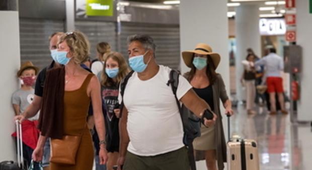 Gran Bretagna, quarantena obbligatoria per chi viene dalla Spagna. «Evitare viaggi non essenziali»
