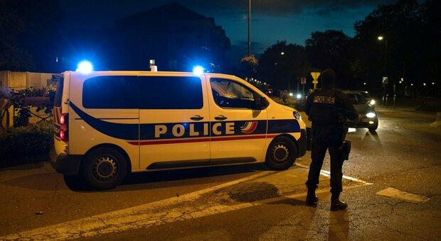 Francia, urla «Allah akbar» e decapita un insegnante: ucciso l'aggressore. Indaga l'antiterrorismo