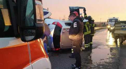 Incidente sulla Fondi-Sperlonga, auto si ribalta