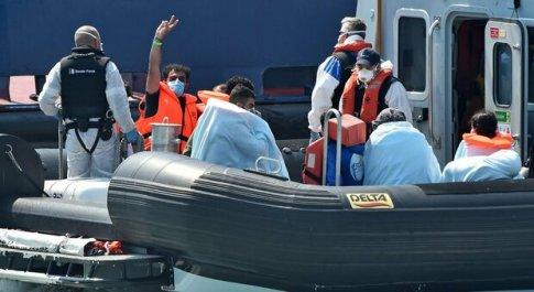 Migranti, Lamorgese: «14 mila arrivi nel 2020, boom a luglio dalla Tunisia in crisi politica ed economica»