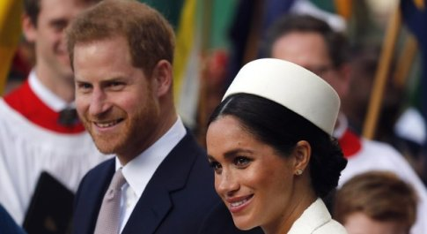 Meghan Markle, Elisabetta le vieta di usare i gioielli di Lady D: potrà indossarli solo Kate