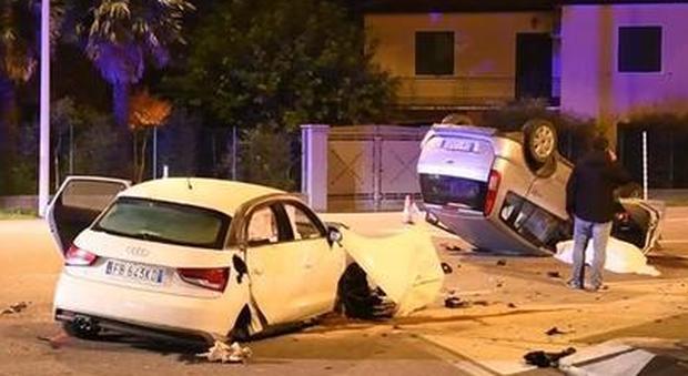Incidente sulla statale, un morto. Il motore dell'Audi si stacca dal resto della vettura