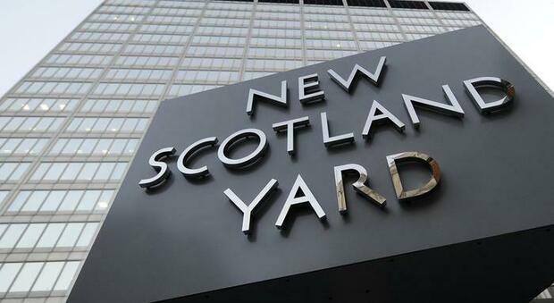 Londra, due agenti di Scotland Yard sotto accusa per aver diffuso foto di due ragazze morte