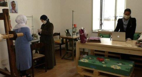 Da Terni a Camini, il tessuto per le mascherine realizzate dalle donne siriane