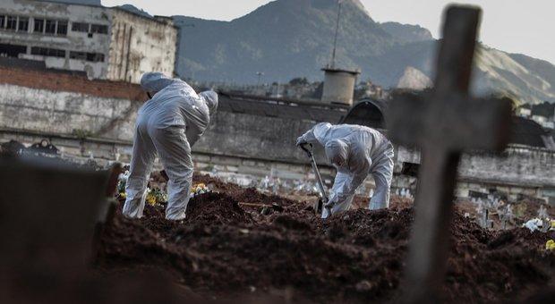Virus Brasile, gaffe del presidente Bolsonaro: «Faremo una grigliata con 3mila persone»