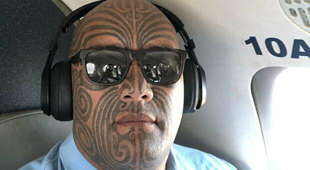 Nuova Zelanda, abolita la cravatta alla Camera dopo espulsione leader Maori: «È un cappio coloniale»