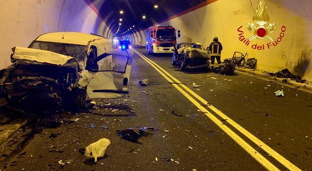 Flaminia bloccata per incidente a Nocera Umbra: ci sono 4 feriti trasferiti in ospedale