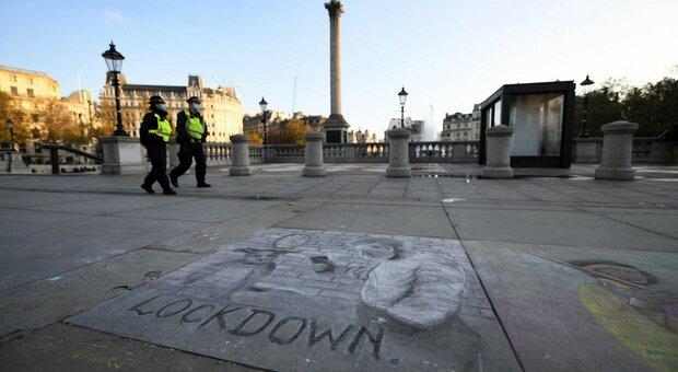 Covid, balzo dei morti da Londra a Mosca. L'Ue trema. «In Italia rischio 20.000 decessi»