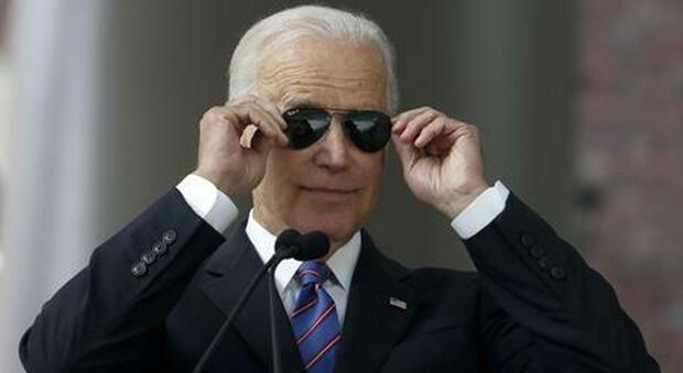 Joe Biden: la sua firma sono i Ray-Ban, occhiali da aviatore oggi italiani