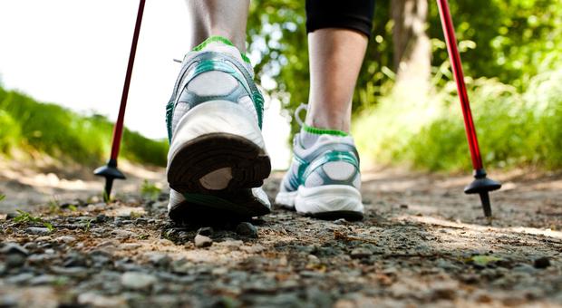Stop alla pigrizia. Sì, camminare evitando le buche più dure