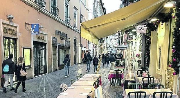 Tavolini Di Marmo Trastevere : Roma tavolino selvaggio ecco le 30 strade senza regole: piani