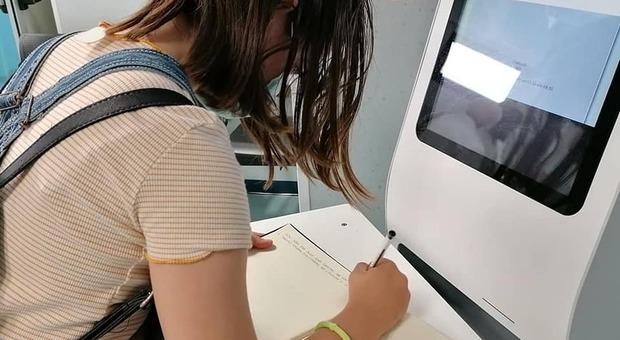 Prenotazione vaccino Lazio per i 12enni, lo stop dei pediatri: «Abbiamo solo 12 dosi di Pfizer a settimana»