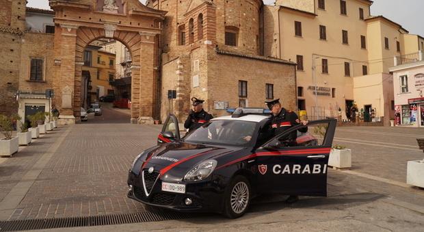 Penne, si spacciano per carabinieri e truffano gli anziani: denunciati padre e figlio