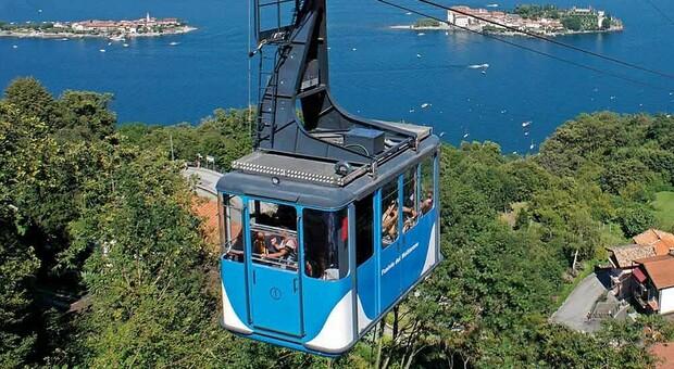 Funivia Stresa-Mottarone, cos'è: dal Lago Maggiore a 1491 metri d'altezza in 20 minuti, aveva riaperto da poco