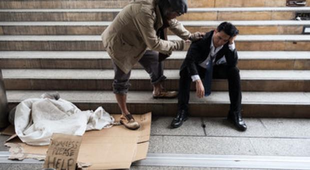 Un italiano su 6 senza risparmi per far fronte alla crisi, ricerca choc della Caritas sul tavolo di Conte