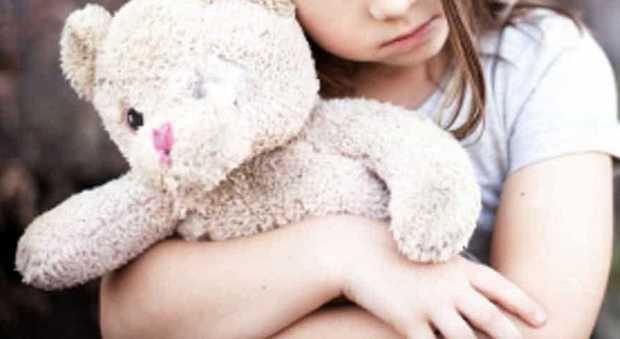 Babysitter stupra tre sorelline per due anni: condanna a 270 anni di carcere