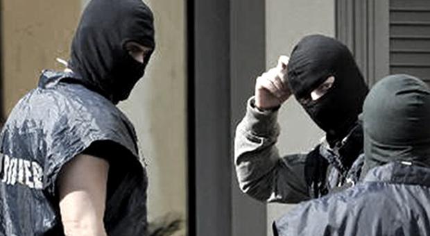 Mafia, imponevano il pizzo ai commercianti: 11 arresti. Il capo ...