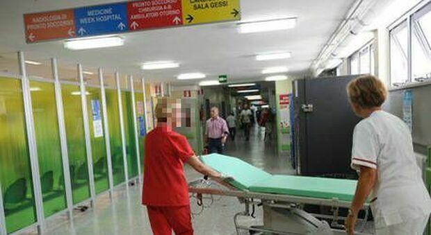 Medico positivo al Covid al lavoro in ospedale ad Alessandria: «Solo influenza...»