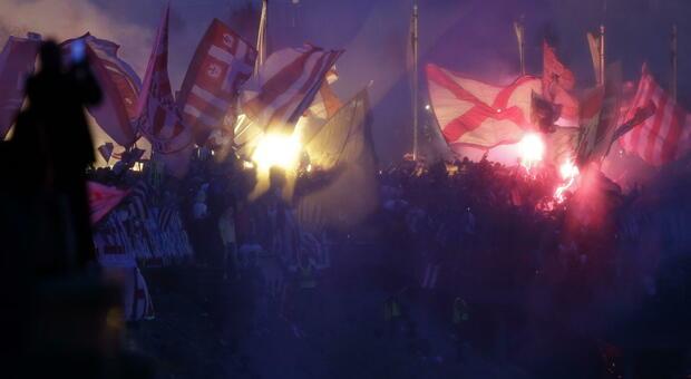 Belgrado, scontri tra i tifosi della Stella Rossa e del Partizan: 10 arresti e 109 fermi