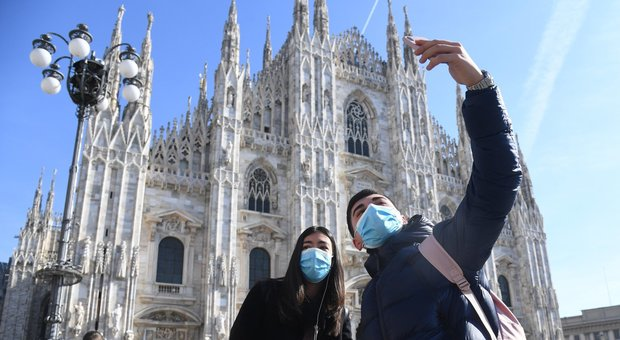 Coronavirus, diretta. In Italia oltre 400 casi: il primo in Abruzzo. Fontana negativo ma in isolamento. Primo contagio in Danimarca, tornava dall'Italia