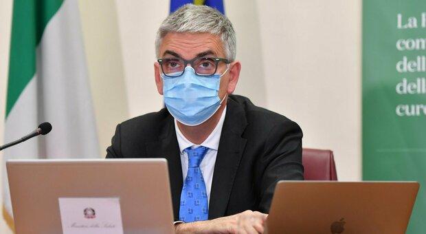 Covid, Brusaferro (Iss): «Età media contagiati scesa a 43 anni, primi effetti dei vaccini»