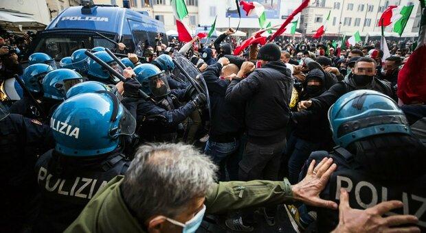 Roma, tafferugli tra polizia e manifestanti al sit-in